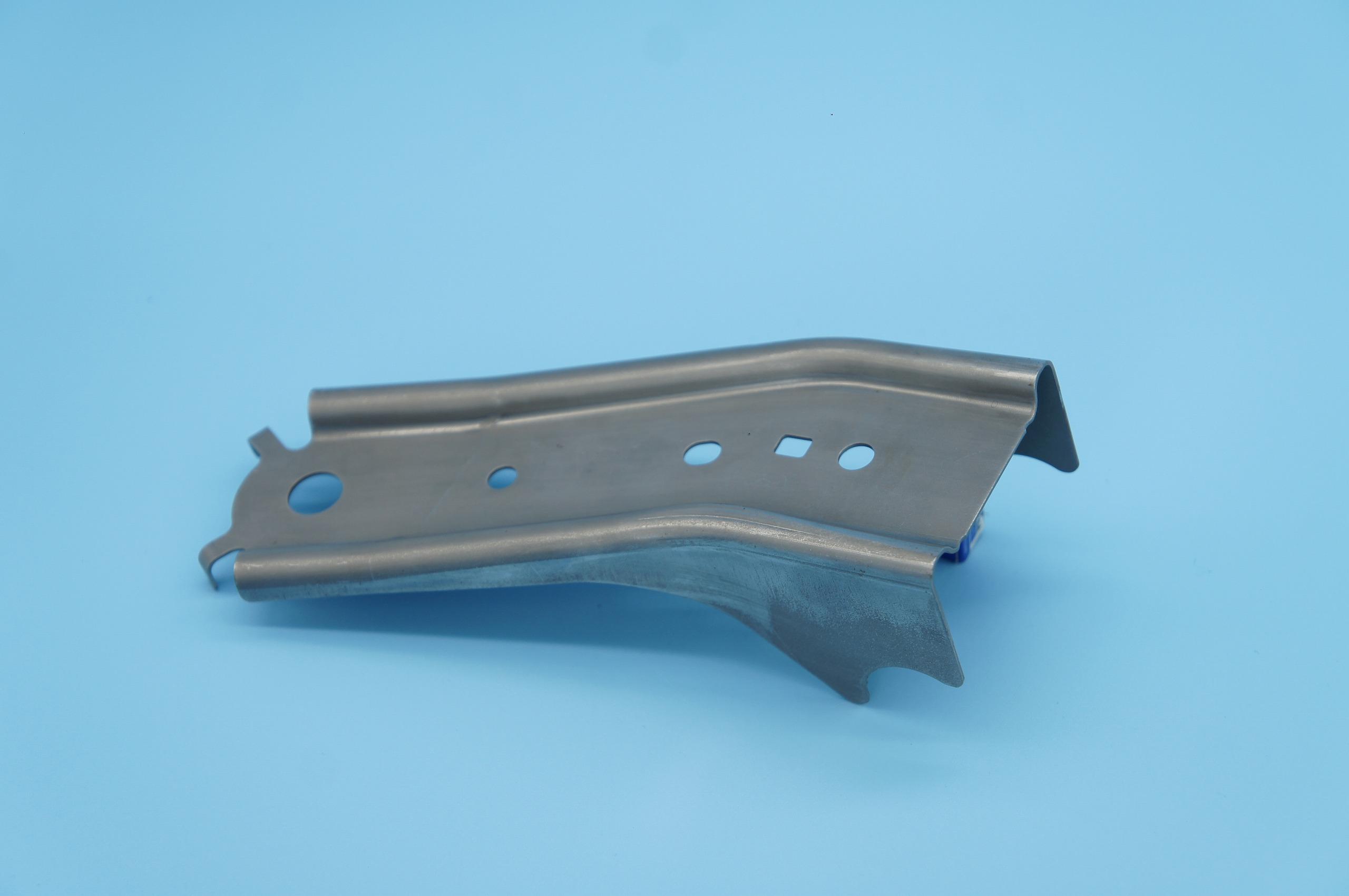ベルトアンカー プレス加工と金型の設計・製作でチャレンジを続ける会社 株式会社フクヤマ
