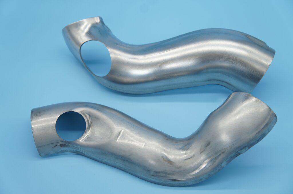 排気管モナカ排気管モナカ プレス加工と金型の設計・製作でチャレンジを続ける会社 株式会社フクヤマ